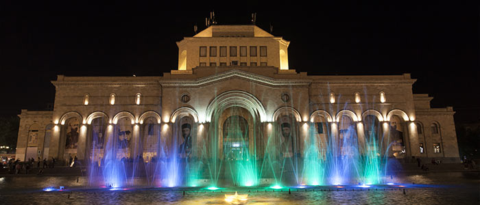 Armenia things to do - An evening at the Grand Republic Square