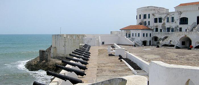 Traverse the Cape Coast Castle