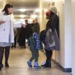 Malteser Migranten Medizin DEU Deutschland Germany Berlin 14 10 2015 Patienten warten im Flur in