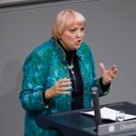 News Bilder des Tages Claudia Roth, Bündnis 90/Die Grünen, Deutschland, Berlin, Bundestag (135. Sitzung) Bundestag besch