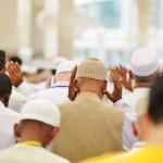 Muslime beten Moschee