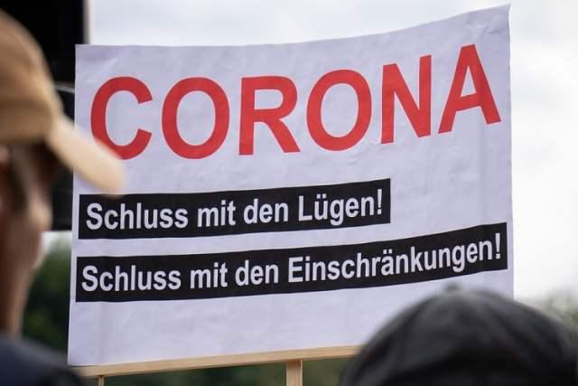 Corona Demo (Bild: shutterstock.com/Von Jaz_Online)