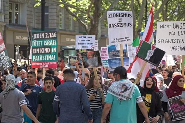 Al-Quds-Hass auf Berlins Straßen (Bild: shutterstock.com/Von alexanderboehm)