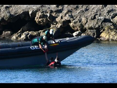 Tausende Afrikaner schwimmen über EU-Außengrenze nach Ceuta; Bild: Startbild Youtube