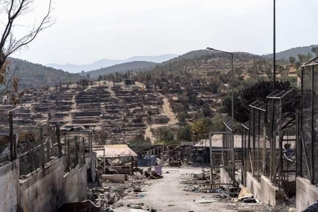 Brandstiftung im Migrantenlager Moria (Bild: shutterstock.com/Von GeorgGassauer)