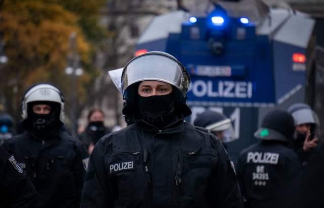 Polizei (Bild: shutterstock.com/Von Jaz_Online)