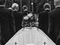 Eine Beerdigung; Bild: Shutterstock
