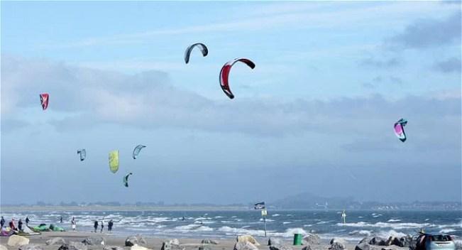 kite-surfers_2013169i