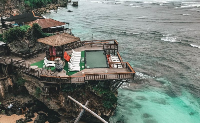 suluban beach uluwatu