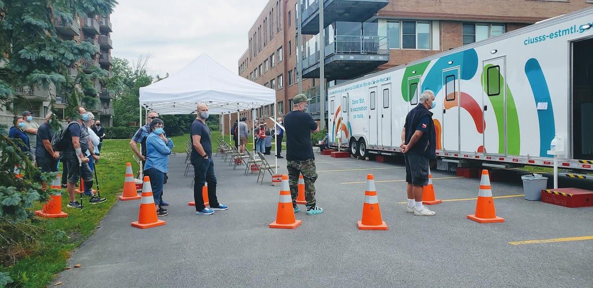 Des roulottes de vaccination tout l'été dans l'est de Montréal