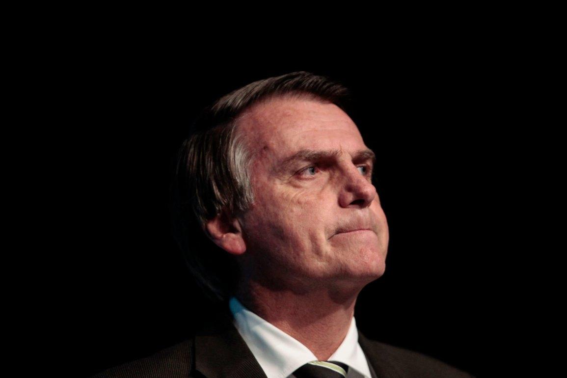 Bolsonaro blocks Social Networks