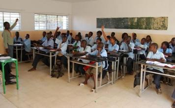 Formation/Afd/UNESCO-Education/RSE Sewa/langues étrangères et les langues africaines/Hausse des frais d'inscription aux examens du CFEE et du BFEM/Alphabétisation et de formation professionnelle/Unesco donne une mauvaise note à l'Afrique/UNESCO dénonce l'absentéisme des enseignan/élèves du primaire ne maîtrisent pas la lecture et le calcul