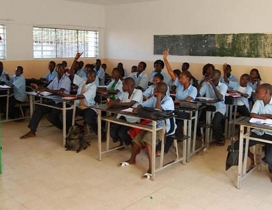langues étrangères et les langues africaines/Hausse des frais d'inscription aux examens du CFEE et du BFEM/Alphabétisation et de formation professionnelle/Unesco donne une mauvaise note à l'Afrique/UNESCO dénonce l'absentéisme des enseignan/élèves du primaire ne maîtrisent pas la lecture et le calcul
