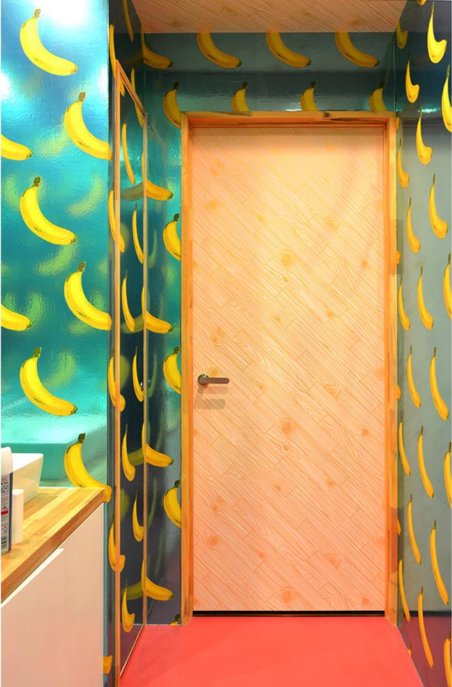 バナナ柄壁紙施工事例