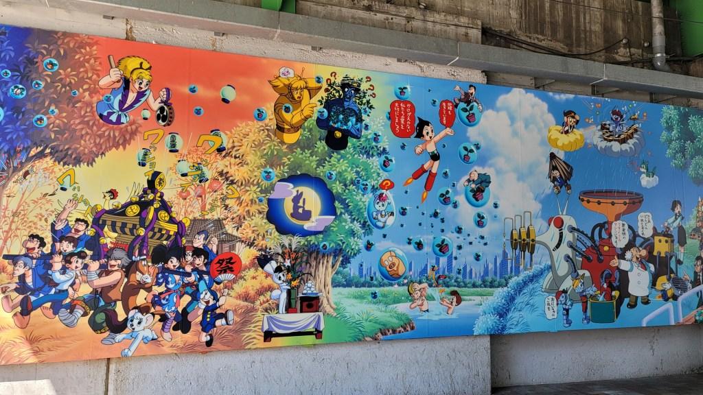 高田馬場駅の高架下の手塚治虫アニメの壁画