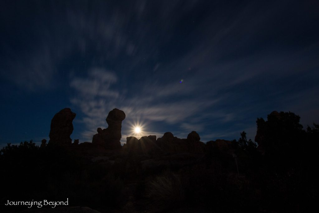 arches-national-park-garden-of-eden-full-moon
