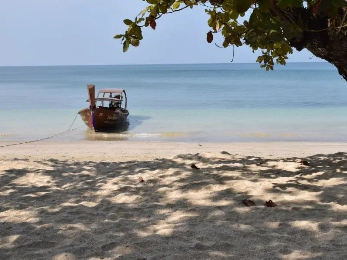 Boat taxi to Bottle Beach