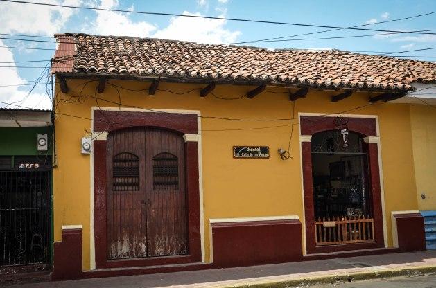 The front of Hostal Calle de los Poetas