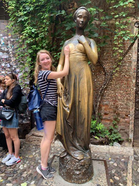 me in front of juliet's statue