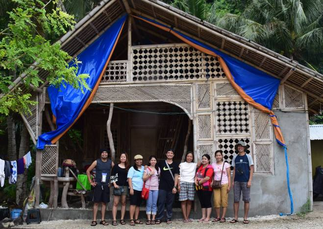 Photo opportunity with Nanay Rosie (4th person from the right) Photo credits: Angelo Aguiling