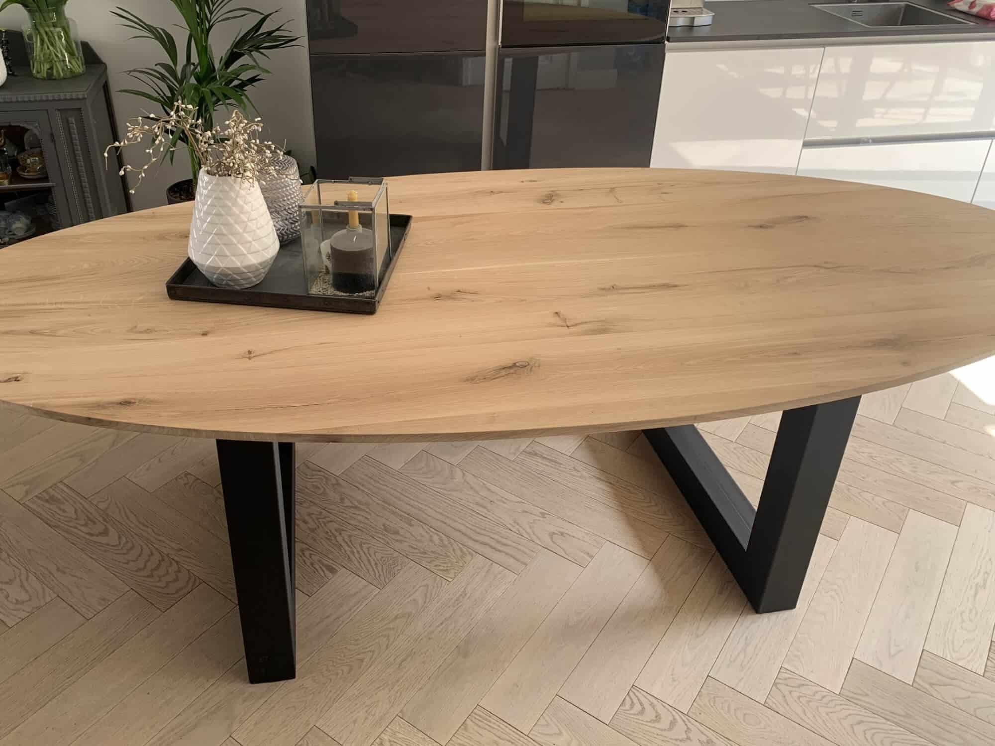 Rustiek eikenhouten tafel ovaal u poot