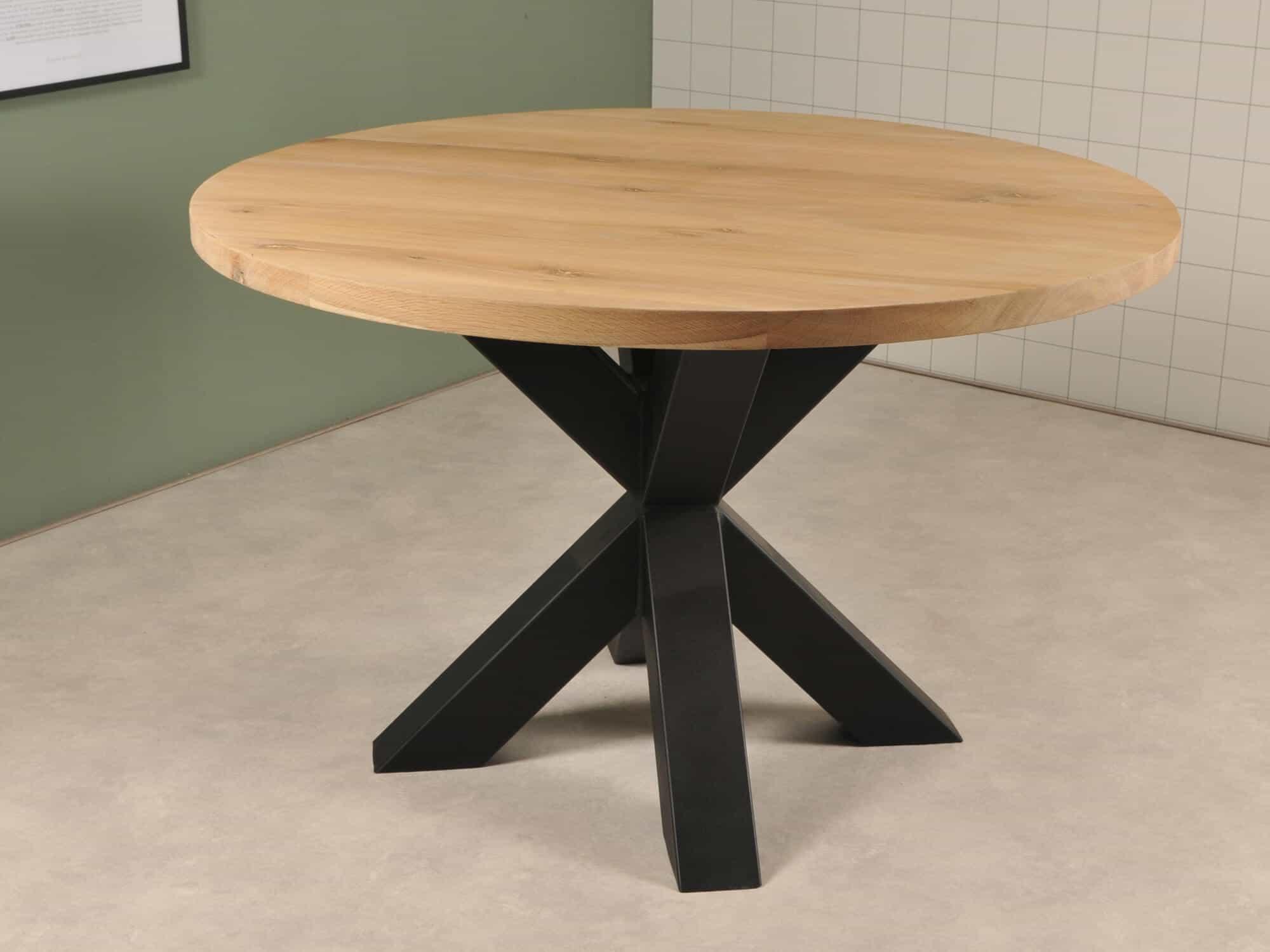 Rond eiken tafel met zwarte stoere spinpoot van 80 cm