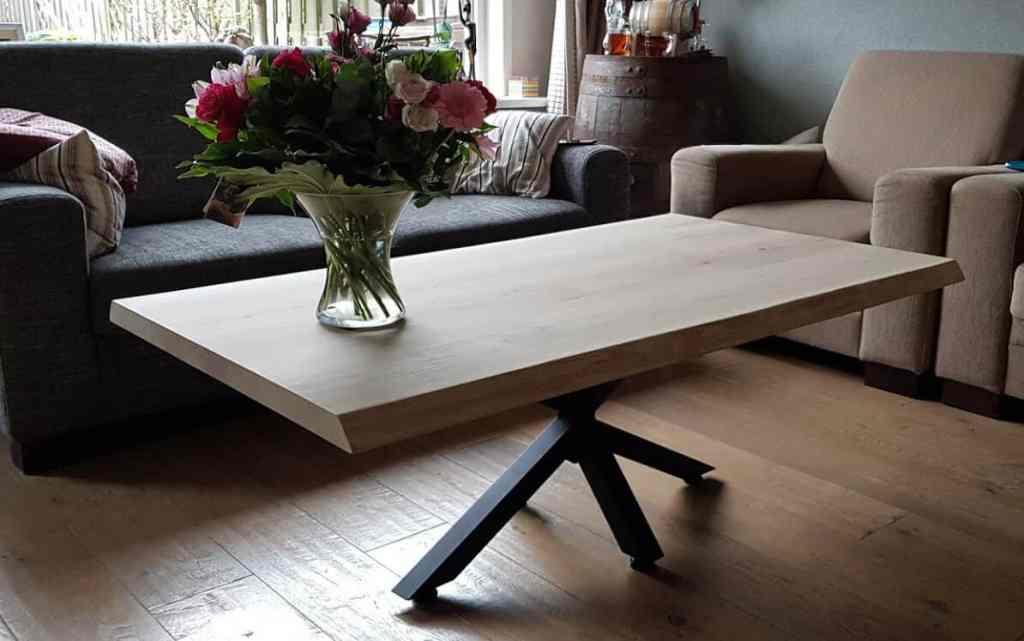 Eiken boomstam salontafel – zwarte elegante spinpoot
