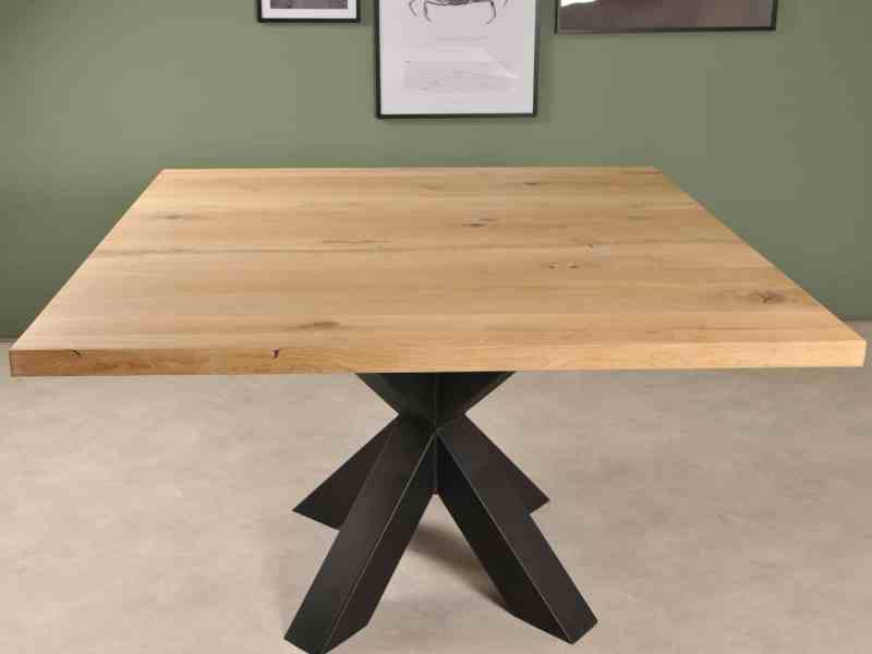 Vierkante tafel met stoere spinpoot zwart