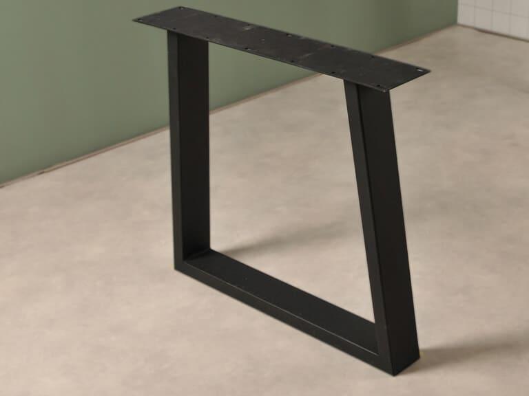 Elegante Trapezium poot in het zwart detail foto