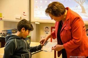 paddepoel-bekenkampschool-wilgenlaan-uitreiking-100e-waarderingskaart-farshad-saderi-17