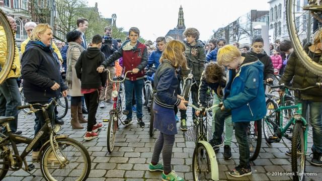 Gemeente Groningen en ANWB zamelen kinderfietsen in voor minima -(R) Henk _