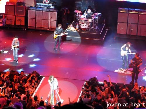 Aerosmith performing at the Social Star Awards 2013