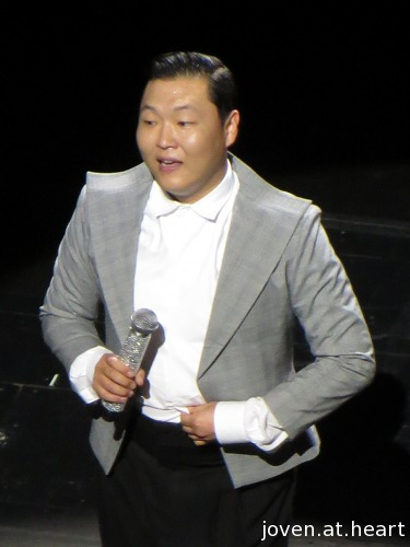 Psy at the Social Star Awards 2013