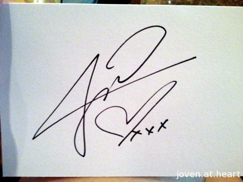 Jessica Michibata autograph