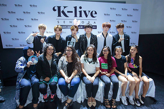 GOT7 & Fans (Photo © K-Live Sentosa)