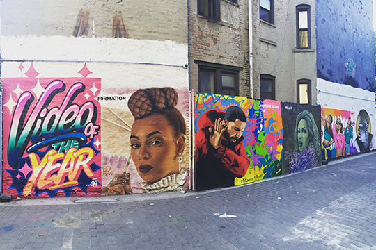 "MTV ""Video of the Year"" Mural (© MTV)"