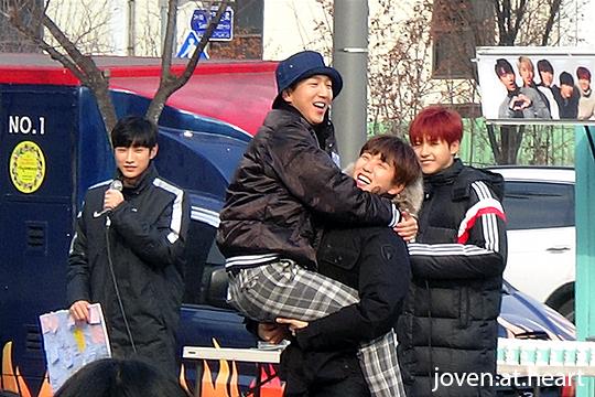 Baro & Sandeul hug @ B1A4 Mini Fan Meeting