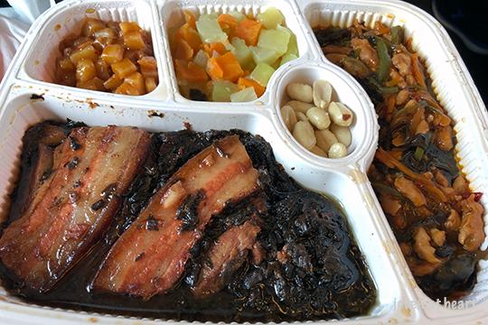 梅菜扣肉 (Braised pork belly with preserved vegetables) on the HSR