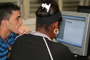 Jóvenes Cubanos en la Batalla Cibernética