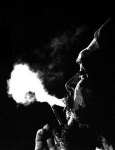 La Joven Cuba releyendo al Che