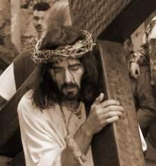 Tendremos Viernes Santo, los fieles podrán conmemorar la Pasión de cristo y no seremos los blogueros quienes interrumpamos este día armonioso.
