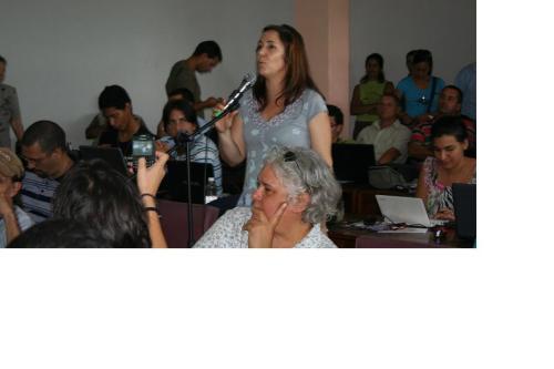 Mariela Castro interviniendo en el encuentro de blogueros cubanos