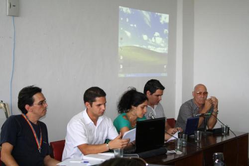 """Panel """"Los blogs como espacio de participación y debate público en Cuba"""" ponentes Ponente Camilo del CENESEX  moderador Harold Cardenas, Ponente Adys del Sol, Yurisander Guevara y Vicente Feliú"""