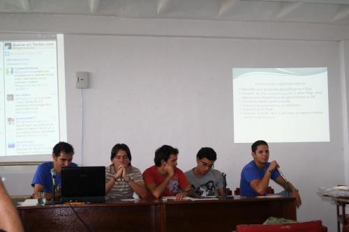 """Panel """"Inserción de la comunidad universitaria en la blogosfera"""" moderador Roberto G. Peralo ponentes, La Joven Cuba Rodolfo, Rafael, y David"""