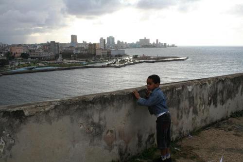 niño observando la Habana