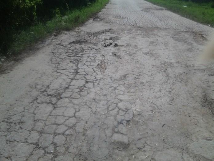 El mal estado de las vías de acceso es otro de los problemas.