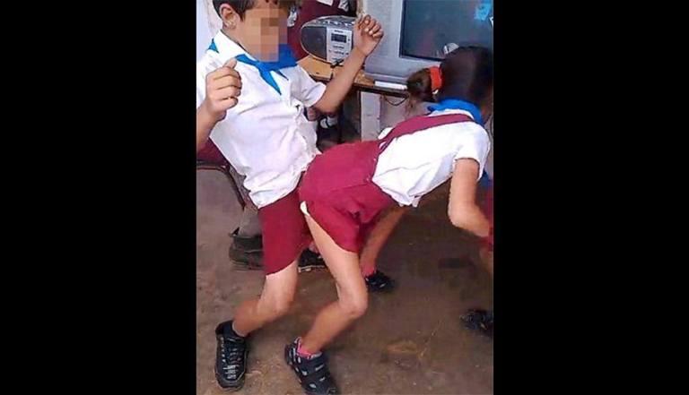Niños cubanos bailando reggaeton. Foto tomada de Facebook