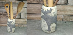 Lasipurkki, joka on koristeltu Jovi-paperimassata tehdyllä hirvellä ja JOVI akryylilakalla kiinitetyillä paperisuikaleilla