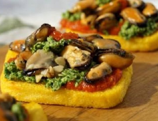 crostini di polenta with moules