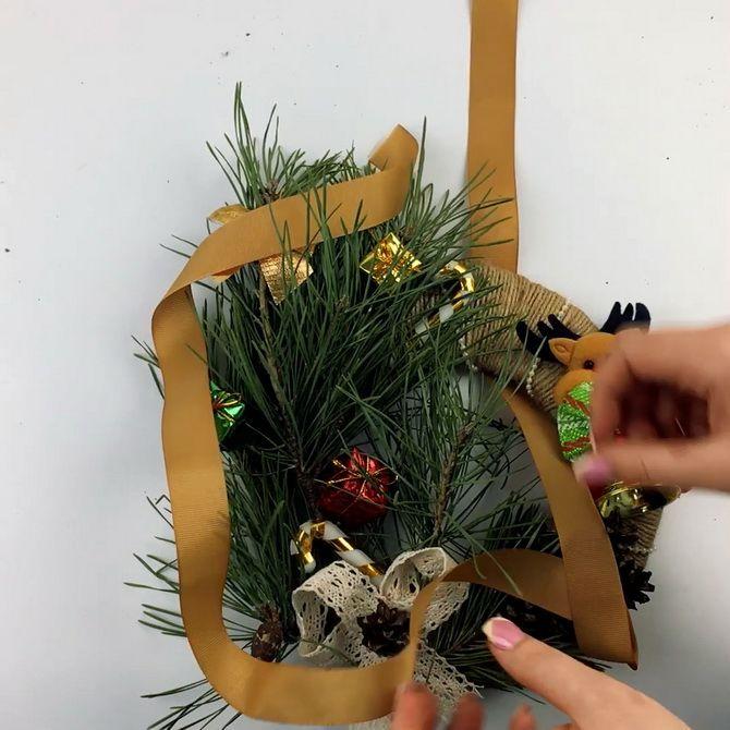 рождественский венок из мишуры